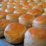 Túrós-krémfehér sajtos pogácsa